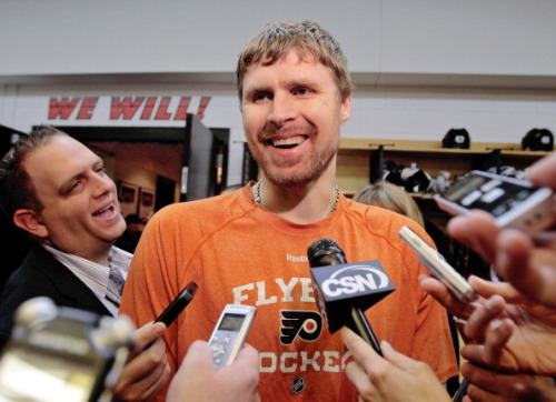 Photo of Bryzgalov back with Ducks on Tryout